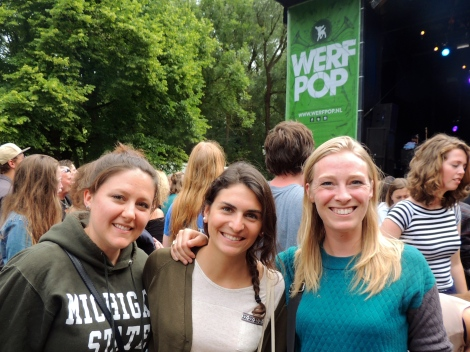 Chantelle, Cécile and me in front of the main stage